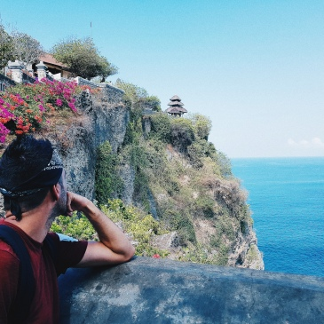 a flanc de falaise - Uluwatu Temple - The Chris's Adventures